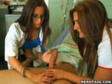 Doktorka a sestřička společně vyléčí pacienta
