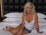 Sexy zralá ženská v dlouhém porno videu
