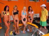 Čtyři osmnáctky si užívají s jedním klukem #2 – české porno
