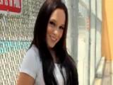 Úžasná brunetka Belle Bond pěkně šoustá