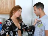 Nadržená ženská si zašuká s kamarádem svého manžela