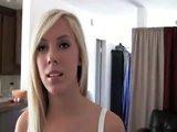 Sexy blondýnka natočila pěkné domácí porno