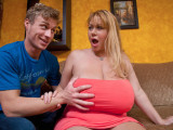 Nadržená máma mého kamaráda – Samantha (mega prsa)
