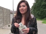 Public agent aneb Rychlý prachy – mladá Vietnamka