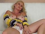 Zralá ženská má chuť na anální sex