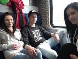 Dva páry si to rozdají během jízdy vlakem – české porno