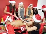 Vánoční večírek se zvrhne v hromadné orgie