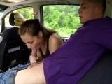 Taxikář oprcá zadanou zákaznici – české porno