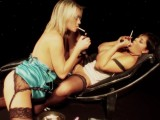Kuřačky lesbičky v akci